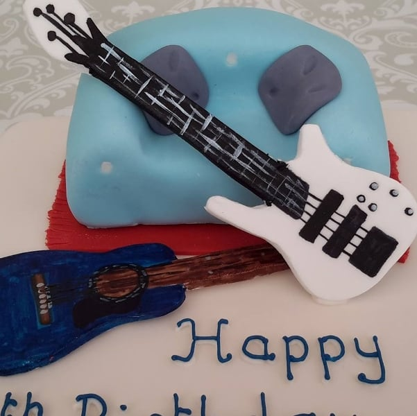 Guitar detail on a cake