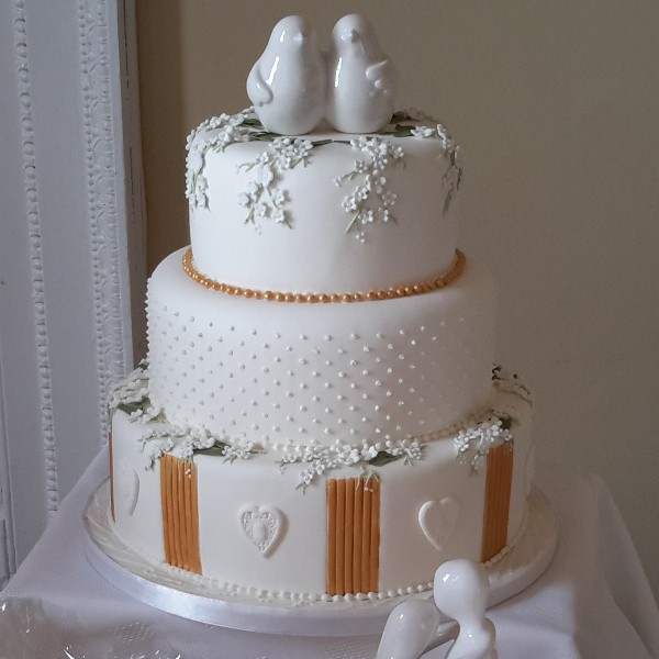 White and Gold Grecian Wedding cake