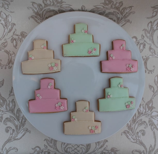 pastel colours wedding cake cookies