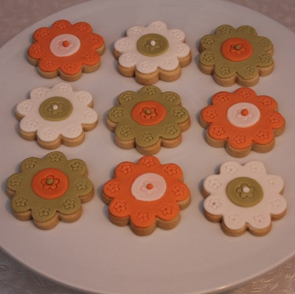 zingy floral cookie favours