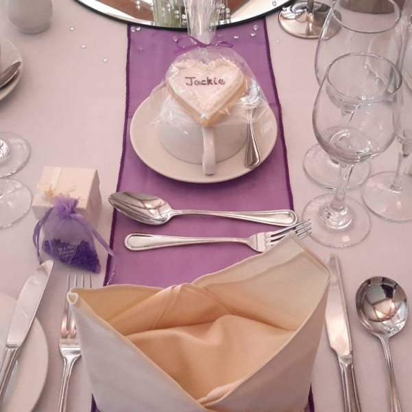 Heart cookie as a name place setting